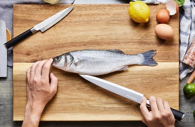 Làm bếp nhanh hơn với cách đánh vảy cá